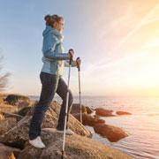 Как ходить скандинавской ходьбой? Ошибки и правильный вариант