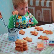 Лиза Арье: Как испечь новогоднее печенье и сделать пряничный домик: фото