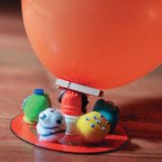 Чем занять ребенка 5 лет: трек для шариков и монстромобиль