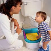 Пока сын мыл посуду к нему приставала мать