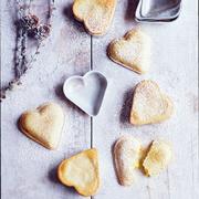 Что приготовить на 14 февраля: пирожные - сердечки и 'шляпы'