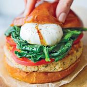 Весенние рецепты: салат с печенью трески и вкусные рыбные котлеты