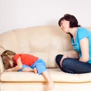 Кэти Гласс: Ребенок заперся в комнате и отказывается разговаривать