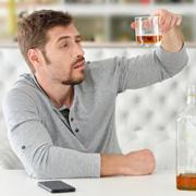 Дочь хочет выйти замуж за алкоголика. Что делать?