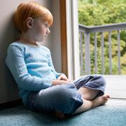 Ребенок не хочет сам одеваться и есть. А что будет в детском саду?
