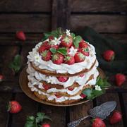 Анжелика Зоркина: Свежая клубника – на торте и творожной запеканке, рецепты