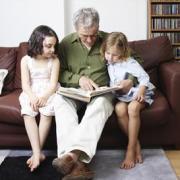 Мы - дед и внучка, зачем нам ссориться...
