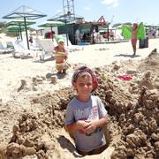 Одного ребенка – в летний лагерь, бабушку с другим – в пансионат в Джемете: как это было