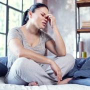 Депрессия при менопаузе: как пережить гормональные 'американские горки'
