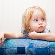 Почему в мире дети продолжают болеть корью