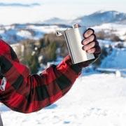 Правда ли, что алкоголь согревает? Как не замерзнуть на улице
