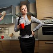 Кто должен мыть посуду и выносить мусор, если оба супруга работают