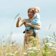 Чем занять ребенка на прогулке? Исследуем деревья и листья