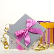 Подарок ребенку: как его оформить и вручить