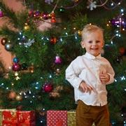 Почему не нужно везти подарки к Новому году в детские дома