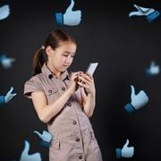 Элизабет Килби: Запрещаю дочери выкладывать селфи с губами. Я не права?