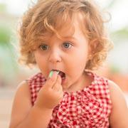 А вы ограничиваете сладкое в семье: конфеты, печенье, шоколад?