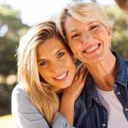 Как испортить интимную жизнь дочери: мать-наседка и еще 7 типов