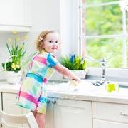 С какого возраста ваши дети загружают стиральную машину?