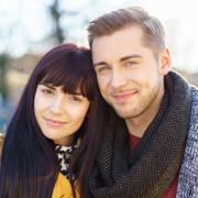 Почему мужчины хотят красивых девственниц, а женщины – успешных мужчин постарше?