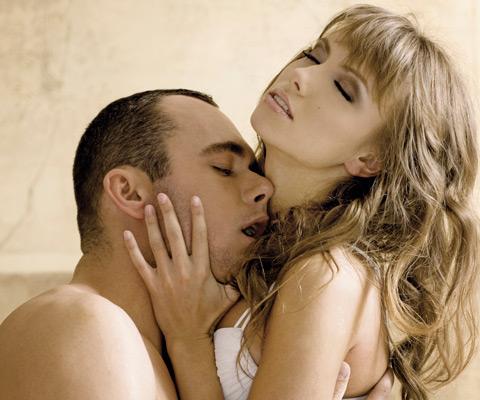 Целоват женский половой орган во время секс