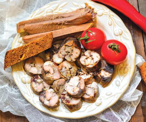 Домашняя колбаса Пальчики оближешь: приготовление с фото