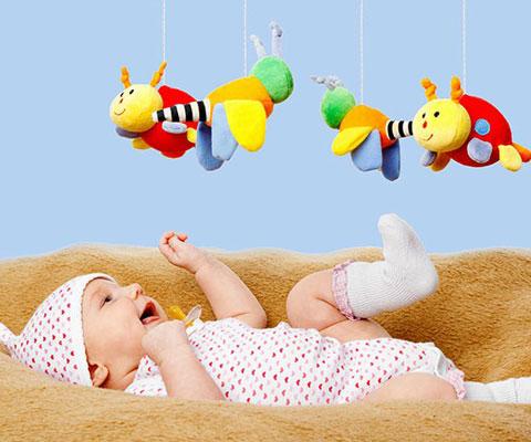 Какие игрушки и игры выбрать для ребенка до года. Первые игрушки для малыша