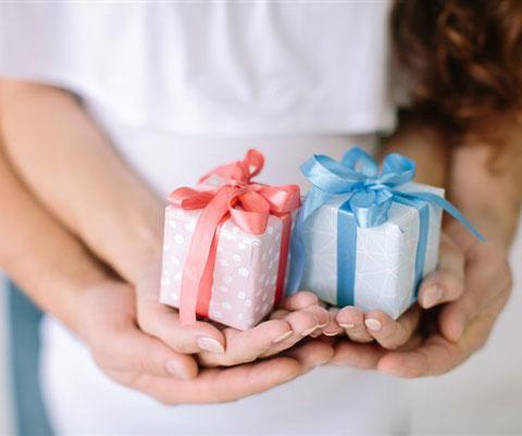 Что можно подарить новорожденной девочке