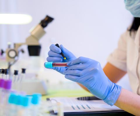 Анализ крови на сахар из вены и пальца: норма, какой анализ точнее?