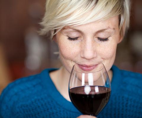 Бокал вина вечером – алкоголизм или нет? 4 мифа об алкоголе