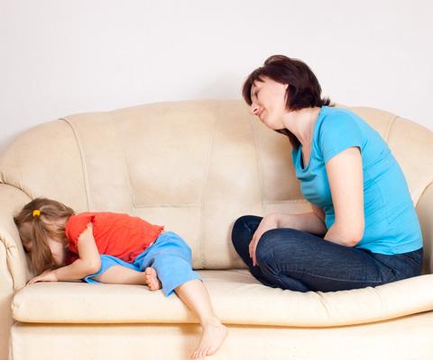 Ребенок заперся в комнате и отказывается разговаривать