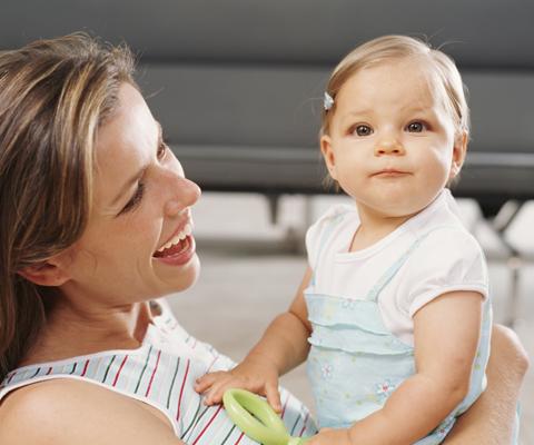 Как развивать ребенка до года с помощью пестушек и потешек