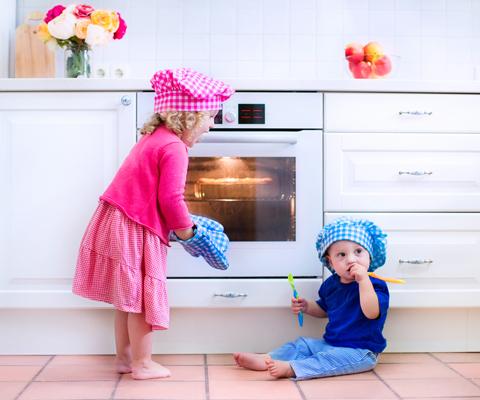 А ваш ребенок в 3 года одевается самостоятельно и режет салат? Приучение к самостоятельности