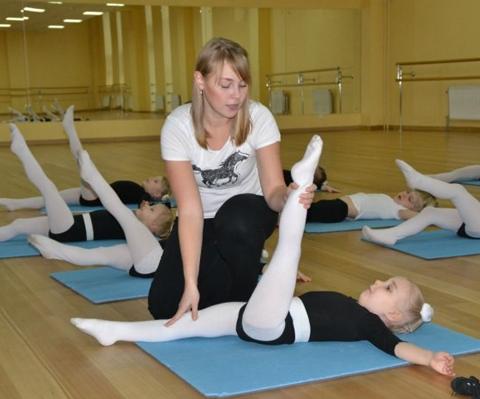 С какого возраста отдавать ребенка заниматься танцами, гимнастикой, балетом?