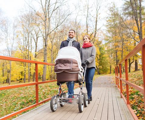 Когда гулять с новорожденным после роддома? Прогулки с ребенком
