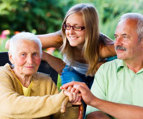 Ухаживаете за человеком с деменцией? Что надо знать: советы сиделки