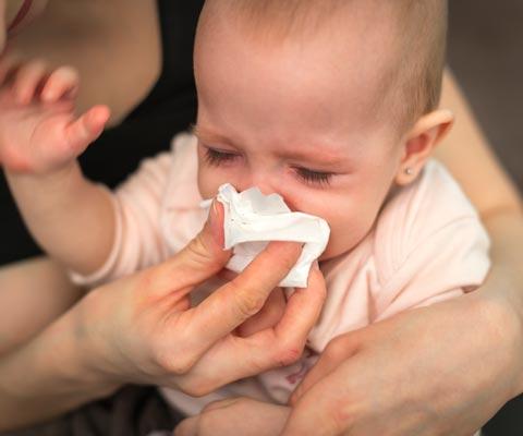 Как вылечить насморк у ребенка без сосудосуживающих капель в нос. Капли в нос, как правильно