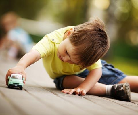 Детей с умственной отсталостью среди аутистов – единицы. Как играют дети с аутизмом