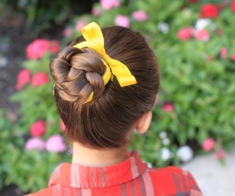 Прически на 1 сентября: 7 оригинальных идей для девочек
