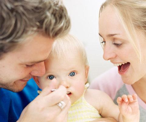 Питание грудного ребенка: режим и введение прикорма