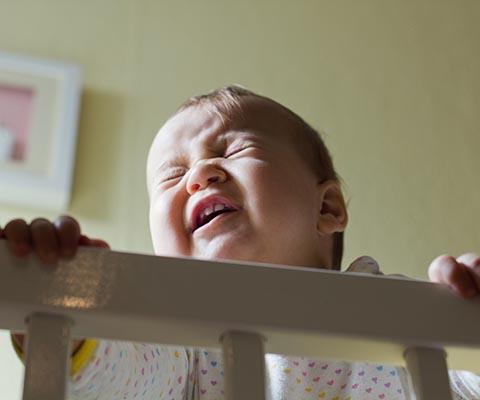 Ребенок посинел и перестал дышать. Что делать?