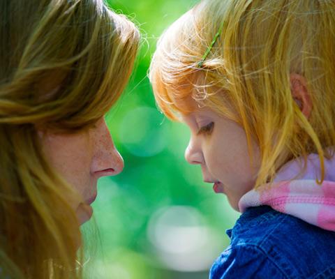 После развода ребенок жалуется маме на папу. Как реагировать?