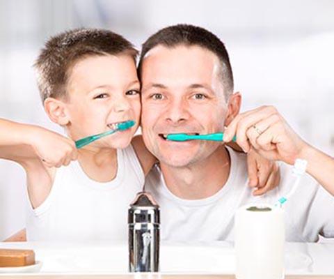 Сберечь зубы и сохранить нервы: всё о чистке зубов с ребёнком