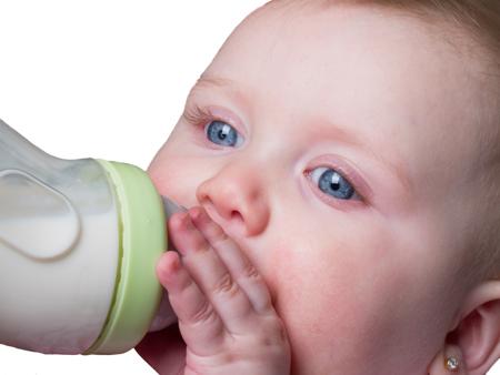какое молоко можно ребенку до года