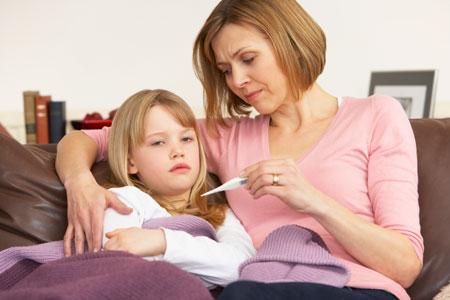 Как и что можно капать ребенку в уши при отите – правила закапывания в ушки новорожденному и детям старше 82