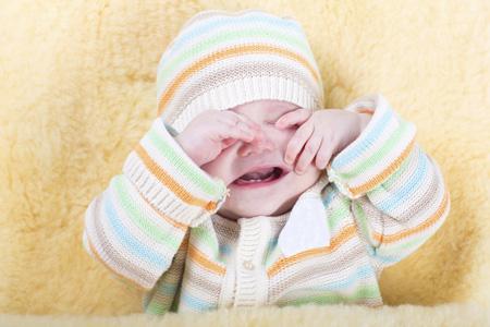 Слушать плач маленького ребенка