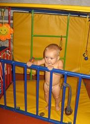 Каркас спорткомплекса Ранний старт разработан так, чтобы малышу было, где учиться ползать, вставать, ходить