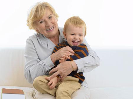бабушка сверху на внуке