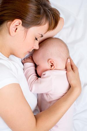 Вскармливание младенца, рожденного через кесарево сечение