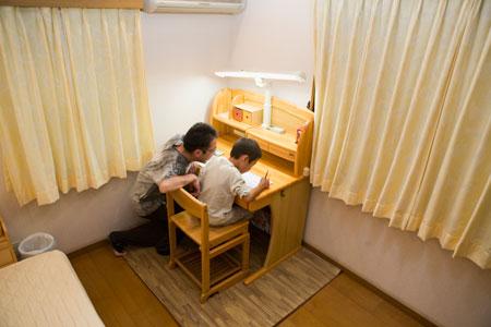 Как правильно выбрать письменный стол для школьника?